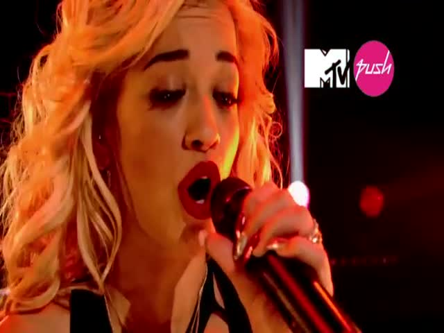Hot Right Now - Live (MTV PUSH exclusive)
