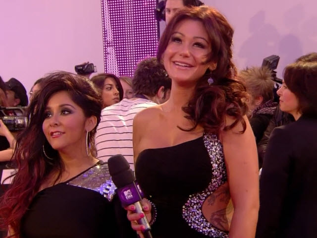 2011 EMA - Red Carpet | Part 13 | Interview w/ Snooki and JWOWW