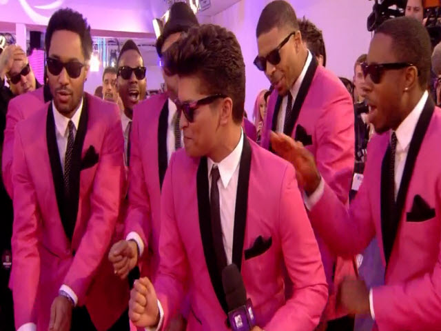 2011 EMA - Red Carpet | Part 20 | Interview w/ Bruno MArs