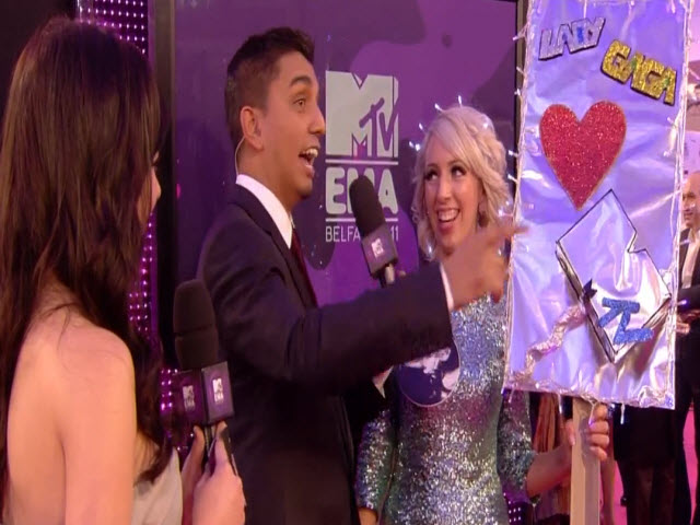 2011 EMA - Red Carpet | Part 17 | Ashley Rickards and Biggest Fan Awards 2