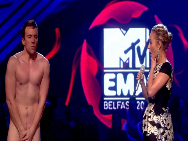 2011 EMA - Main Show | Part 64 | HAYDEN PANETTIERE WALK ON & INTRO AWARD