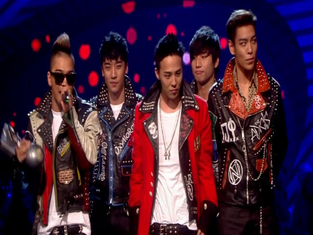 2011 EMA - Main Show | Part 80 | WINNER WALK ON & ACCEPTANCE