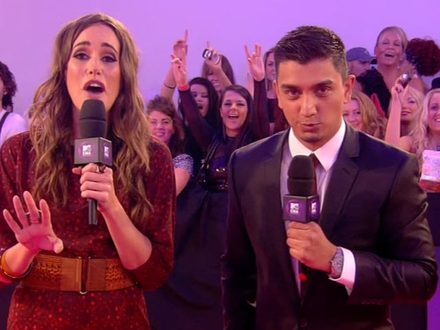 2011 EMA - Red Carpet | Part 1 | Host Intros