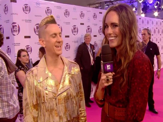 2011 EMA - Red Carpet | Part 8 | Interview w/ Jeremy Scott