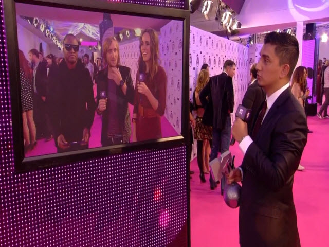 2011 EMA - Red Carpet | Part 10 | Award for Best Alternative