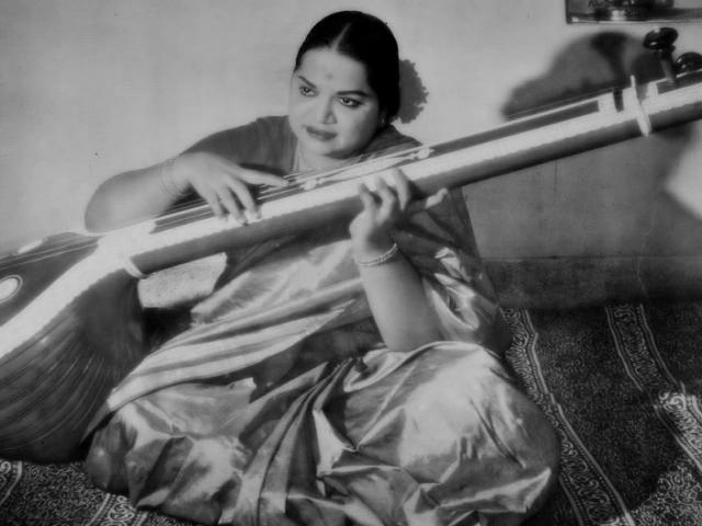 Raga Charukesi (Aadamodi Galade)