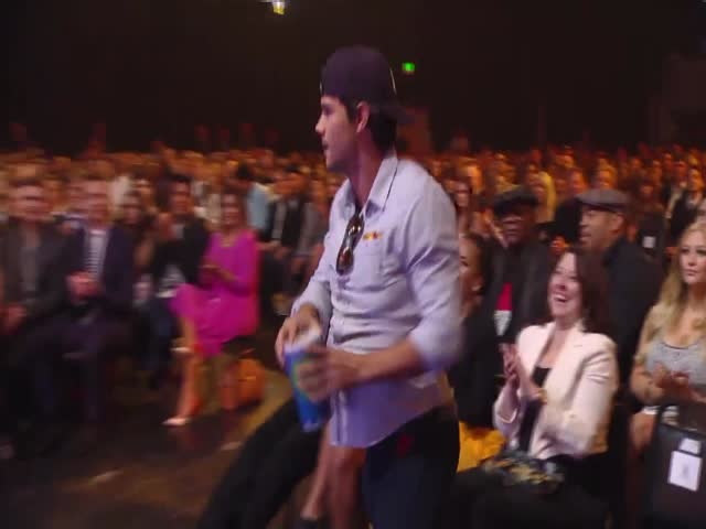 &quot;Taylor Lautner's Abs Are Nowhere To Be Seen, But He Wins Best Shirtless Performance Regardless&quot;