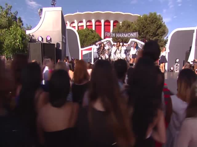 VMA 2014 - Red Carpet - Fifth Harmony Performance