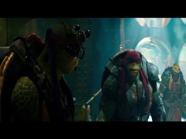 "O novo ""As Tartarugas Ninja"": Stephen Amell é trollado nos bastidores do filme"