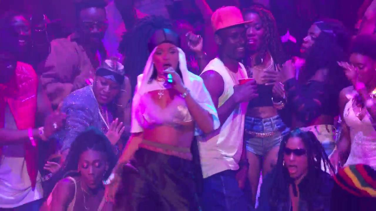 "Rihanna - ""Rude Boy / What's My Name? / Work"" Medley no VMA 2016"
